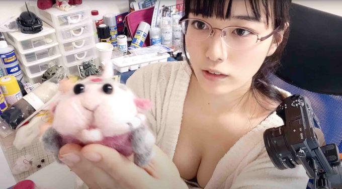 日本豪乳女星「乳Tuber」东云海玩转DIY鼠车车,身材和技术都不做