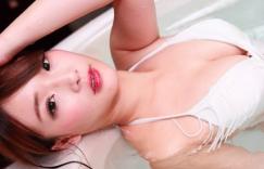 台湾嫩模施菲亚写真,34G溢乳身材搭配清纯脸蛋,浑身散发正能量