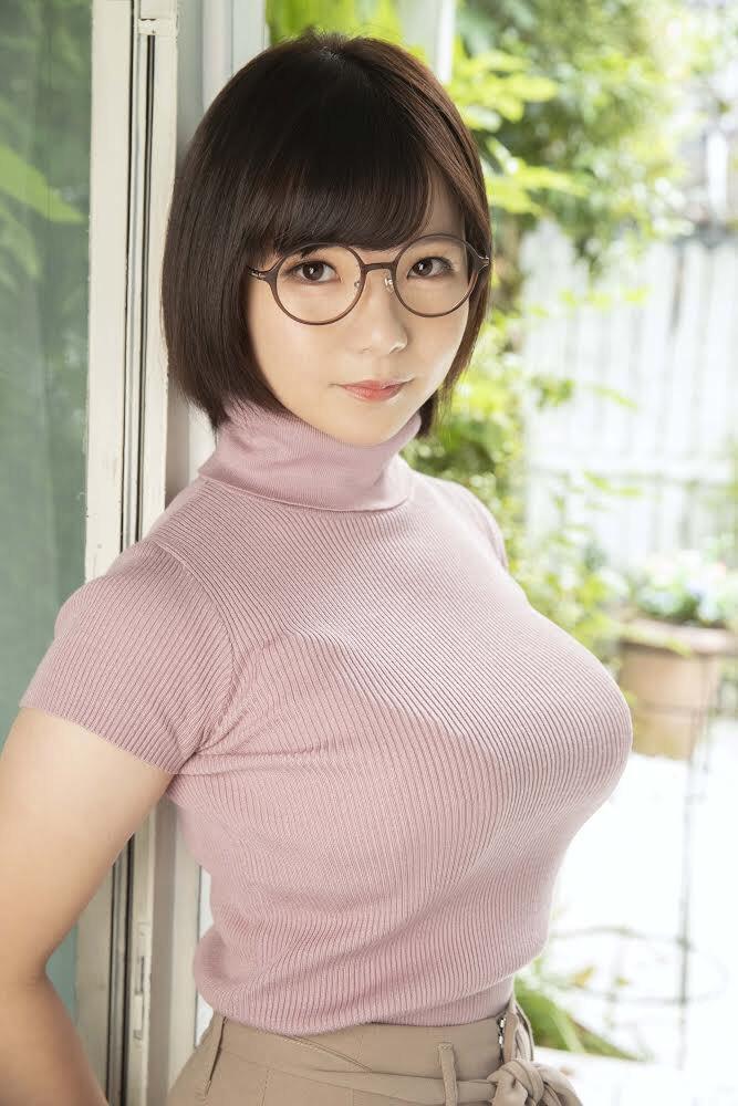 300NTK-529:初愛ねんね(初爱宁宁) ,眼镜妹美女店员, 全身都是柔软地带